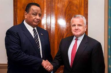 غندور ومسؤول أمريكي يبحثان إزالة اسم السودان من قائمة الارهاب