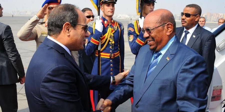البشير يغادر القاهرة بعد حضور احتفالية الأسرة المصرية ويقول : قوة مصر من قوة السودان