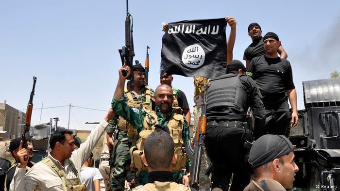 الأكراد يسلمون سودانية مع طفلها متهمة بالإنتماء الي داعش