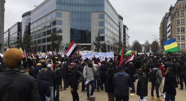 مقطع فيديو لناشطين يطالبون بإدخال (البنقو) و(العرقي) مجاناً في البطاقة التموينية