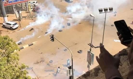 إغلاق شارع المطار و عدد من الشوارع بأمر المحتجين