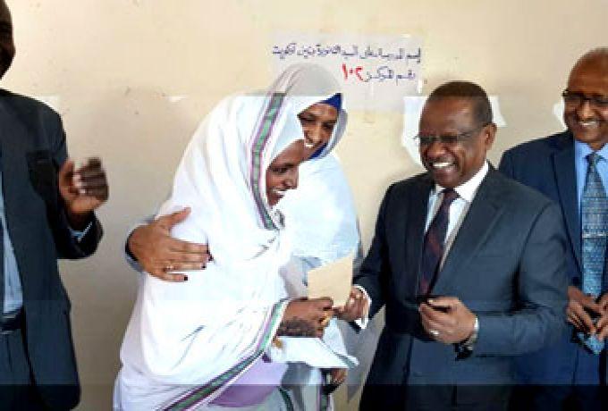 ترقية المعلمة التي كشفت تسريب الطلاب الأجانب لإمتحانات الشهادة السودانية