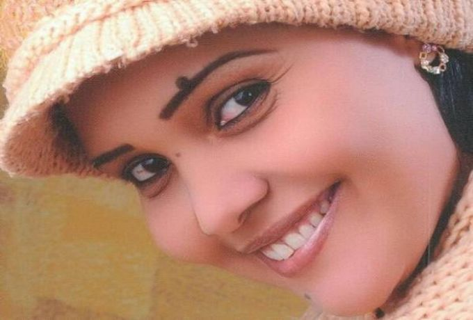 الكاتبة سهير عبد الرحيم : بطني طامة من الرجال ..ما عايزة عريس نهائي