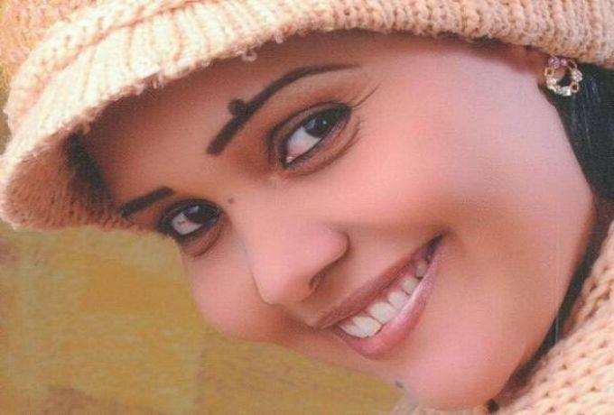 الكاتبة سهير عبد الرحيم : مجتمعنا السوداني حذر في تناول موضوعات الجنس