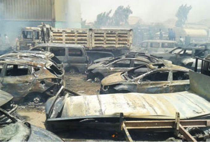 حريق يقضي علي عشرات السيارات وبص سياحي بمدينة وادي حلفا