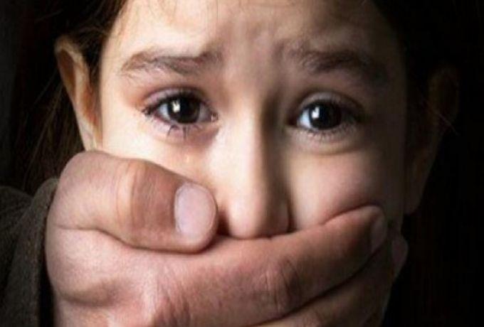 قاصر تلتقي مغتصبها بعد 25 عاماً من الواقعة ..!
