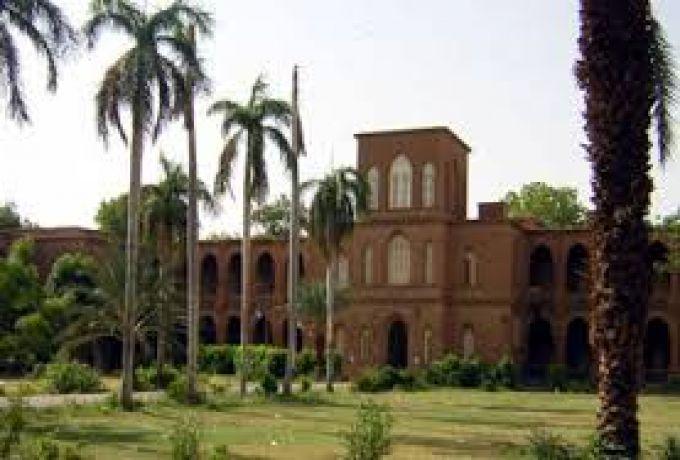 إدارة جامعة الخرطوم تفصل احد اساتذتها بتهمة التحريض