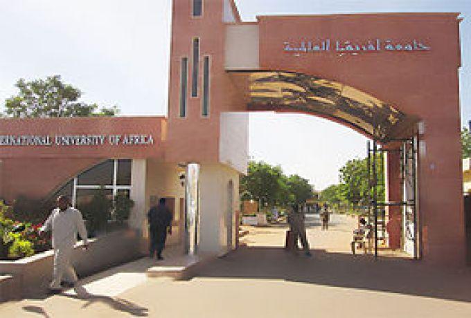 راشد عبد الرحيم يكتب :لا يجوز منع الطلاب من العمل السياسي