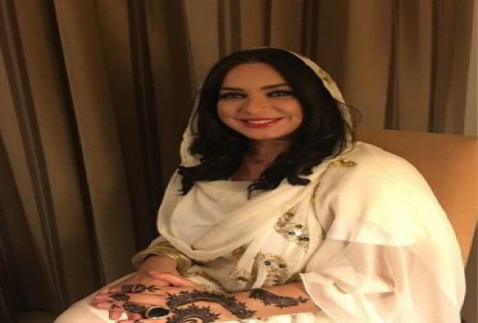 بالصورة ..سلاف فواخرجي تفاجئ معجبيها بالحناء والثوب السوداني