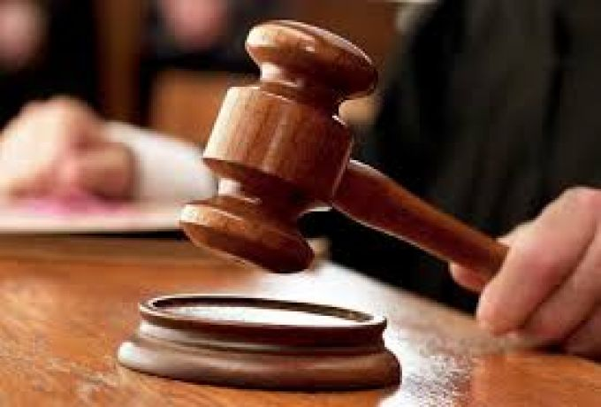 جلسة محاكمة لمتهمين بقتل شرطي بحجر