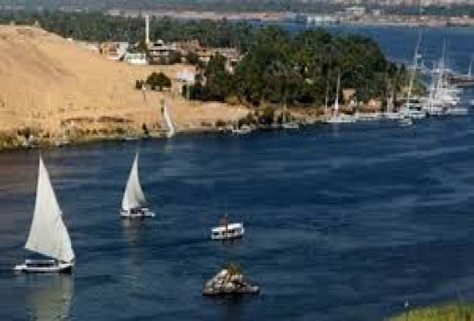 إخلاء 30 راكباً علقوا بـ (يخت) في النيل الازرق بالخرطوم