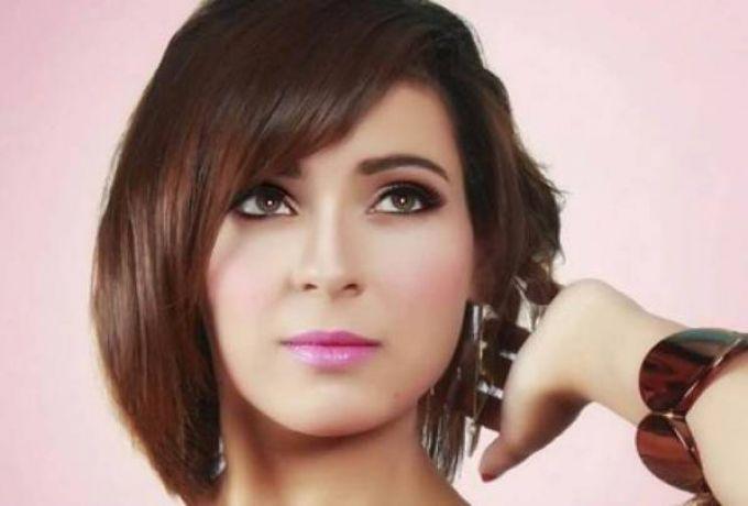 ممثلة مصرية تتعرض لحادث مروع وسيارتها تسقط في ترعة