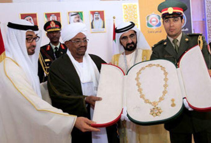 الإمارات تمنح البشير وسام (زايد) من الطبقة الأولي