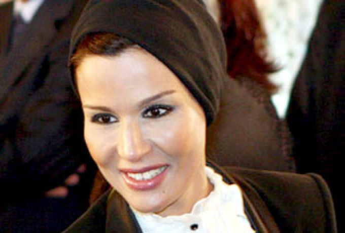 الشيخة موزة تزور السودان للوقوف علي المشروعات الإنسانية