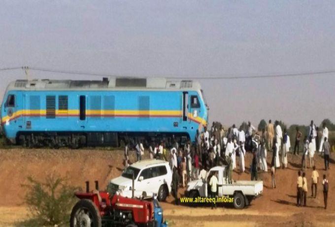نام علي خط السكة الحديد فدهسه قطار وقطعه الي أشلاء