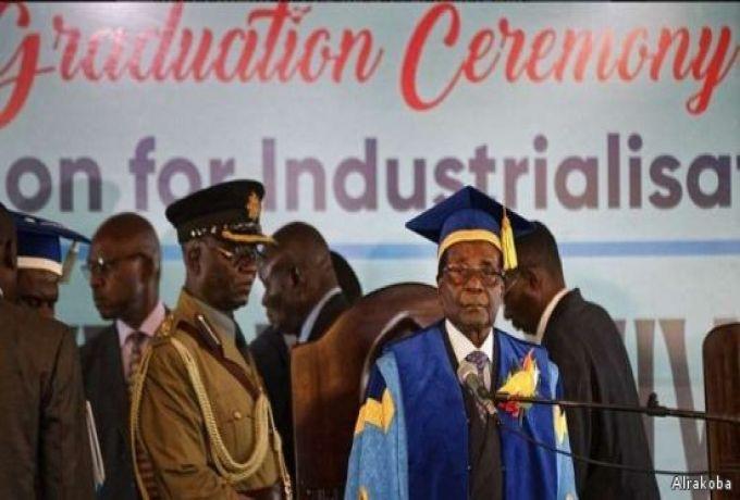 موغابي يظهر للعلن .. والحزب الحاكم يمهد لعزله