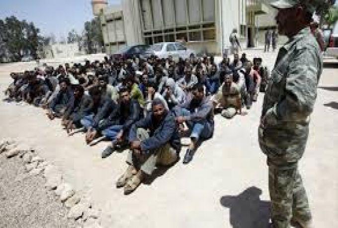 السلطات الهولندية تخلي بالقوة مقراً لمهاجرين بينهم سودانيون