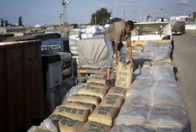 وزير الصناعة يتعهد بحل مشاكل وأزمات الاسمنت