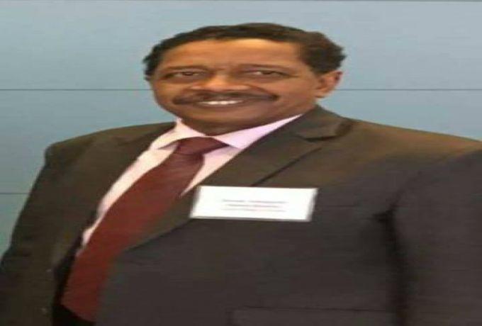 الرئيس البشير يعفي محافظ بنك السودان من منصبه