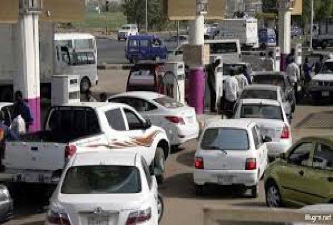صفوف السيارات تعود مجدداً الي محطات الوقود بالخرطوم