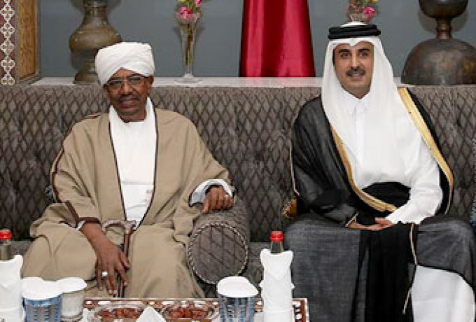 وزير الخارجية القطري يصل الخرطوم لتسليم رسالة من تميم للبشير