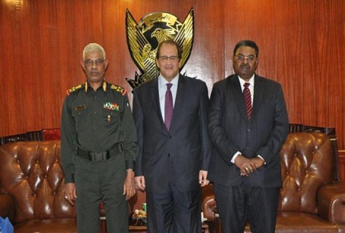 مدير المخابرات المصري يبحث بالخرطوم القضايا العالقة