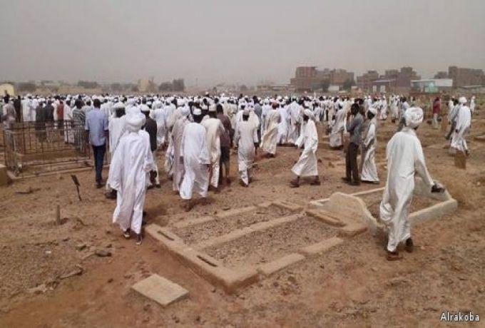 في مقدمتهم البشير .. المئات يشيعون صادق عبد الله عبد الماجد