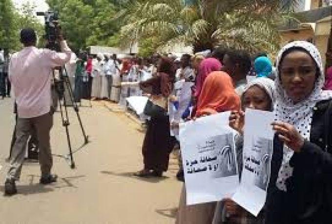 إعتقال صحفيين اثناء تغطية أزمة الوقود
