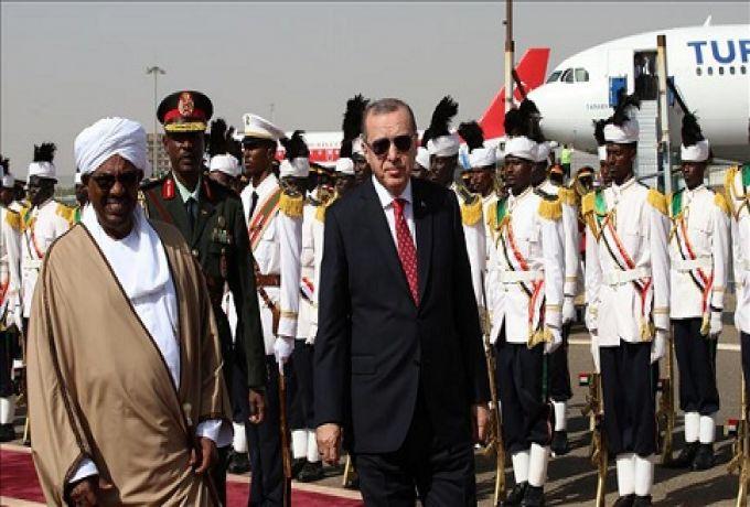 البشير يصل تركيا للمشاركة في القمة الطارئة لمنظمة التعاون الاسلامي