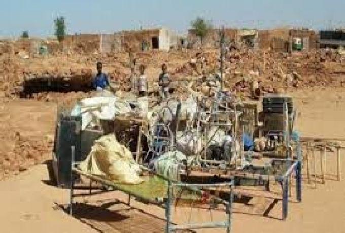 إزالة منازل وقطع أشجار بحي ام درماني وتهديد بغرامات
