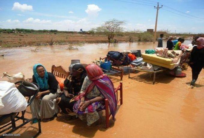 إنهيار مئات المنازل ووفاة واصابة 13 شخصا بنهر النيل