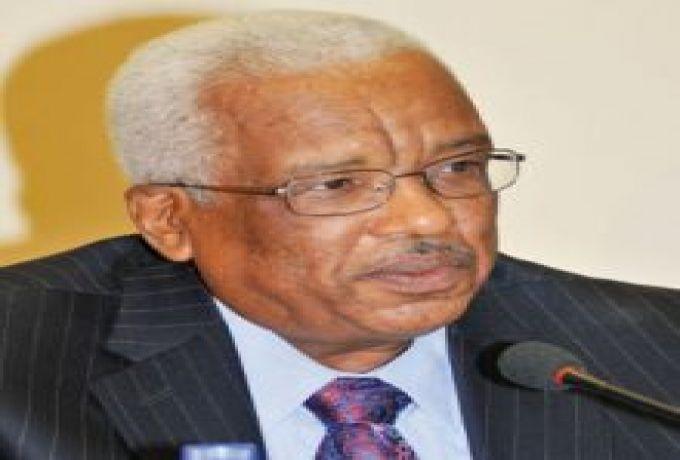 محمد خير الزبير يعود الي موقعه محافظاً لبنك السودان