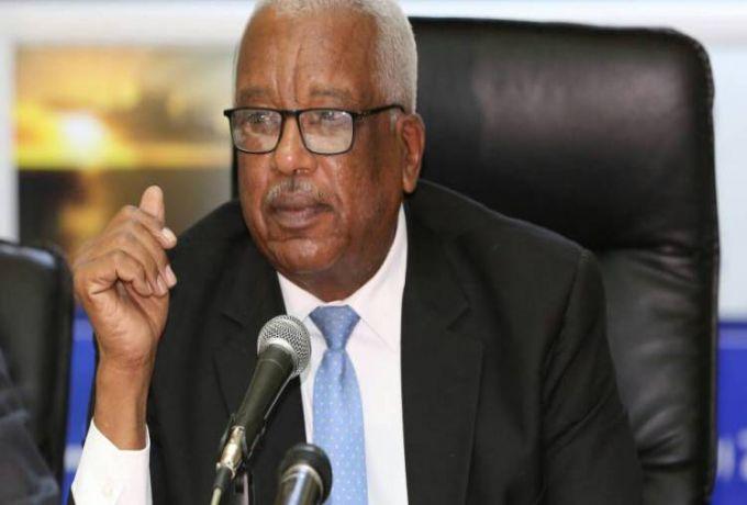 بعد استلام مهمته رسمياً ..محافظ بنك السودان يشرع في حل مشكلة السيولة