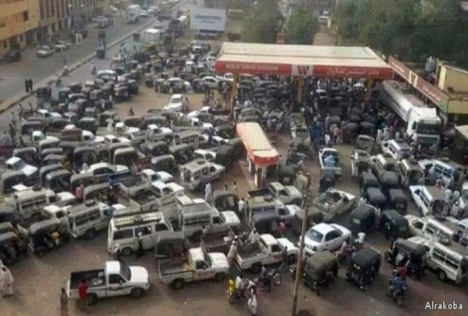 وزير النفط : صفوف السيارات للوقود ..طارئة