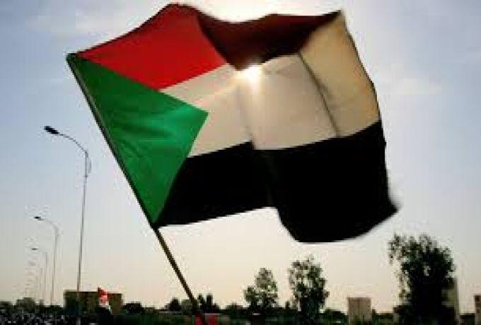 وزير سابق يطلب عدم الاحتفال بعيد الاستقلال