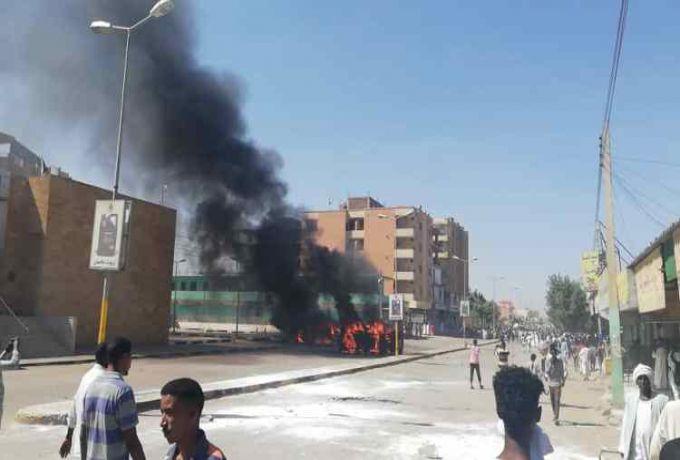 احتجاجات بالقضارف وأنباء عن حرق منشآت حكومية