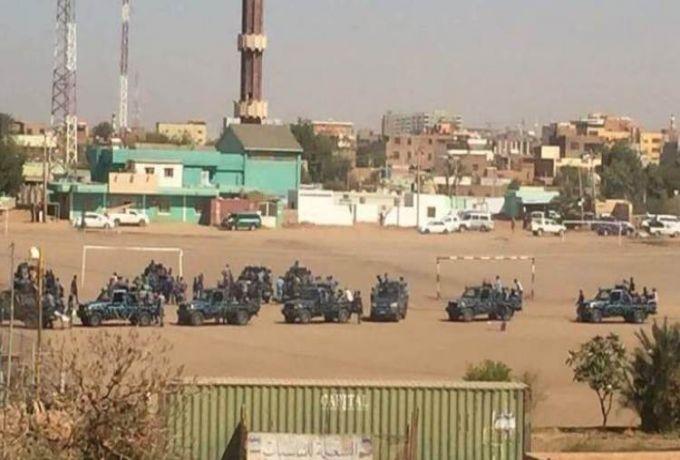 رغم الانتشار الكثيف للشرطة ..متظاهرون بالخرطوم بحري يكسرون الطوق الأمني وينادون بإسقاط النظام