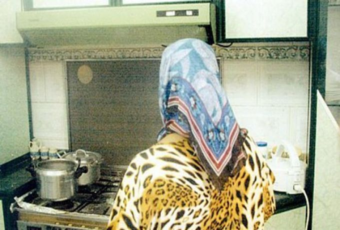 السعودية ..عاملة منزلية تهرب 100 الف ريال بطريقة احترافية
