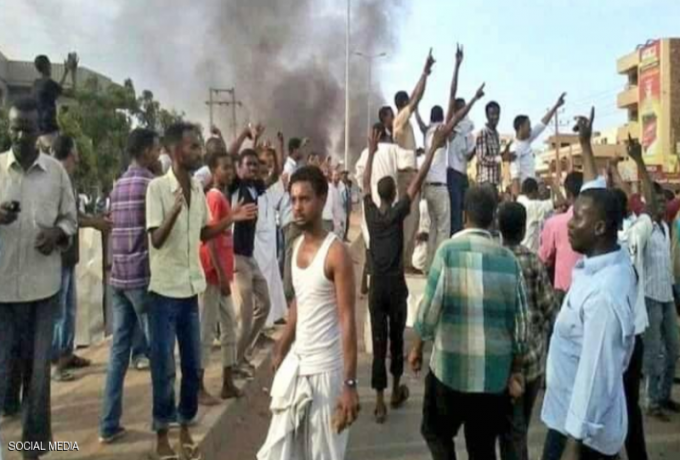 """والي النيل الأبيض يحرض المواطنين لمواجهة المحتجين بـ """"العصي"""""""
