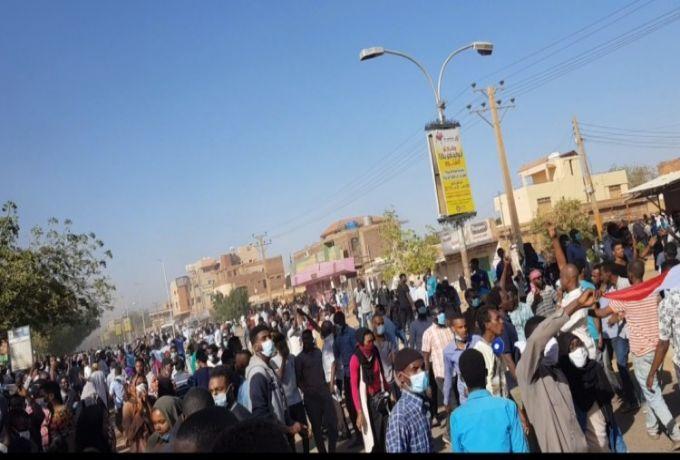 خروج تظاهرات بكسلا والجزيرة والسلطات تطلق الغاز المسيل للدموع