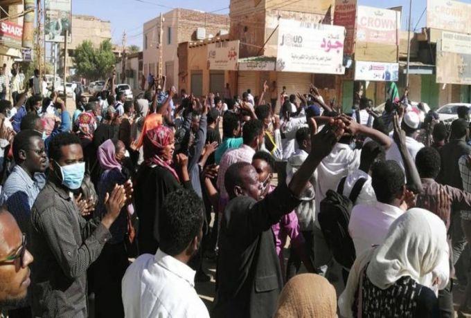 تظاهرات الخرطوم تتواصل وسط الغاز المسيل للدموع