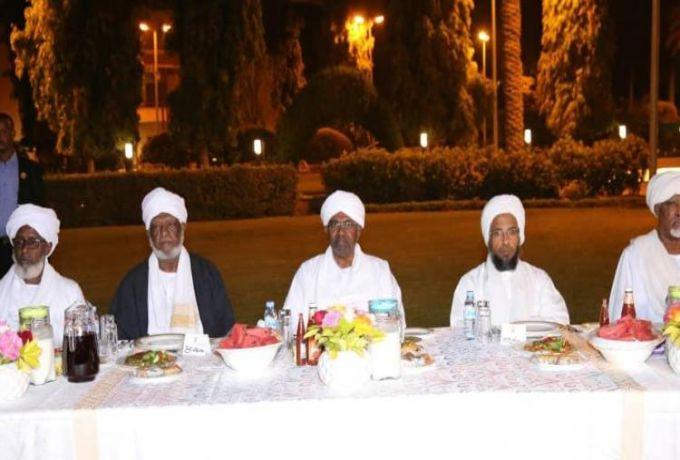 الشيخ عبد الحي يوسف يكشف تفاصيل نصائحه للبشير في لقائه بعلماء السودان