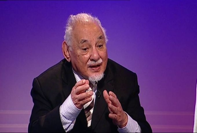 علي حسنين لمناصري النظام : تحسسوا رقابكم