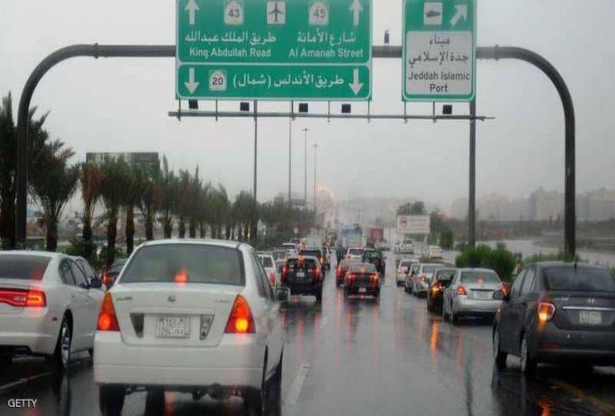 السعودية .. السيول تتسبب في 12 حالة وفاة