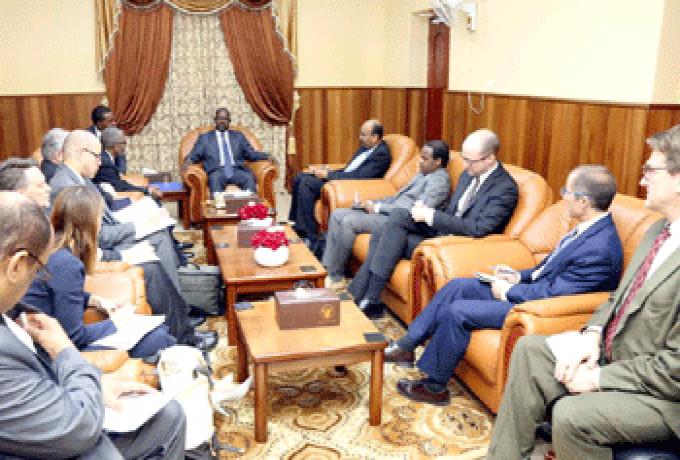 مساعد ترمب يطالب الحكومة السودانية بإحترام حق المواطنين في التعبير السلمي