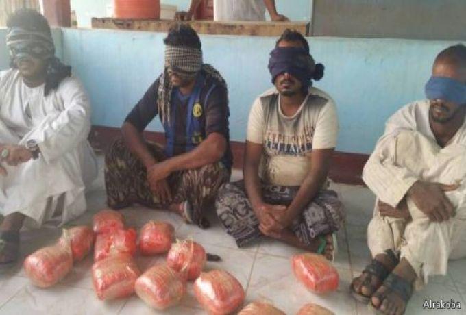 تطورات مثيرة في محاكمة 5 شبان وسيدة للتجارة بالمخدرات