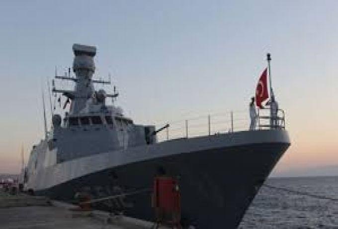 سفينة حربية تركية تصل الي بورتسودان