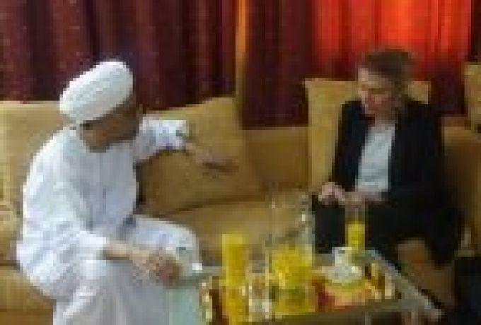 السفيرة الهولندية تزور الدقير وتؤكد متابعة بلادها لحقوق الانسان بالسودان