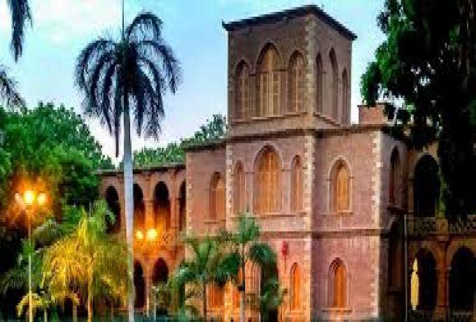 البشير يؤمن علي الدور القومي لجامعة الخرطوم