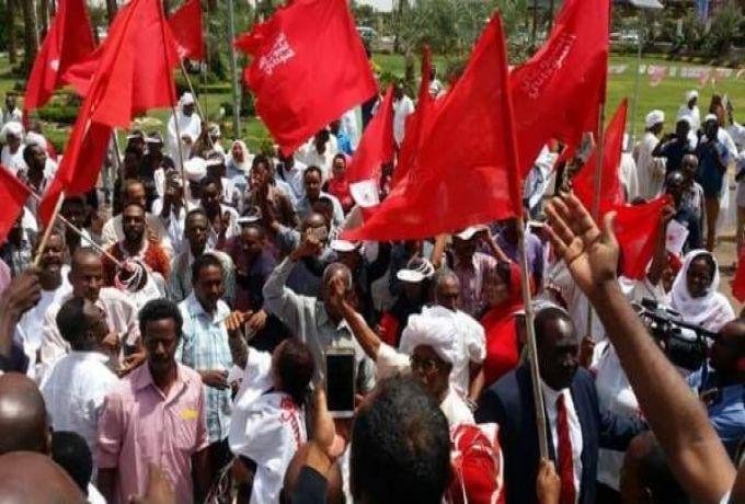 الحزب الشيوعي ينتقد قوي معارضة بالتخاذل ويؤكد قيادته للتظاهرات
